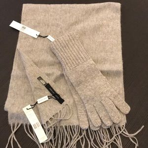 Marc Jacobs 100% cashmere scarf and glove set